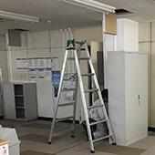 徳島オフィス内装工事.comのアルミパーテーション解体工事
