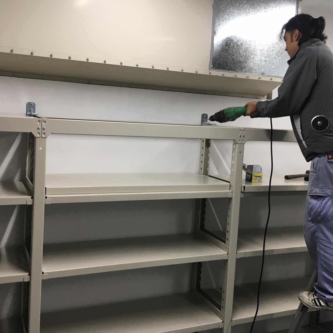 徳島・香川のオフィス内装工事|物品棚(中量ボルトレスラック)の組立・設置