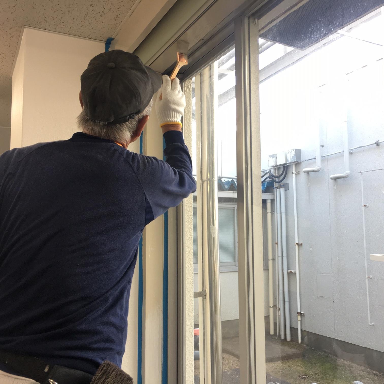 徳島・香川のオフィス内装工事|窓枠の塗装工事