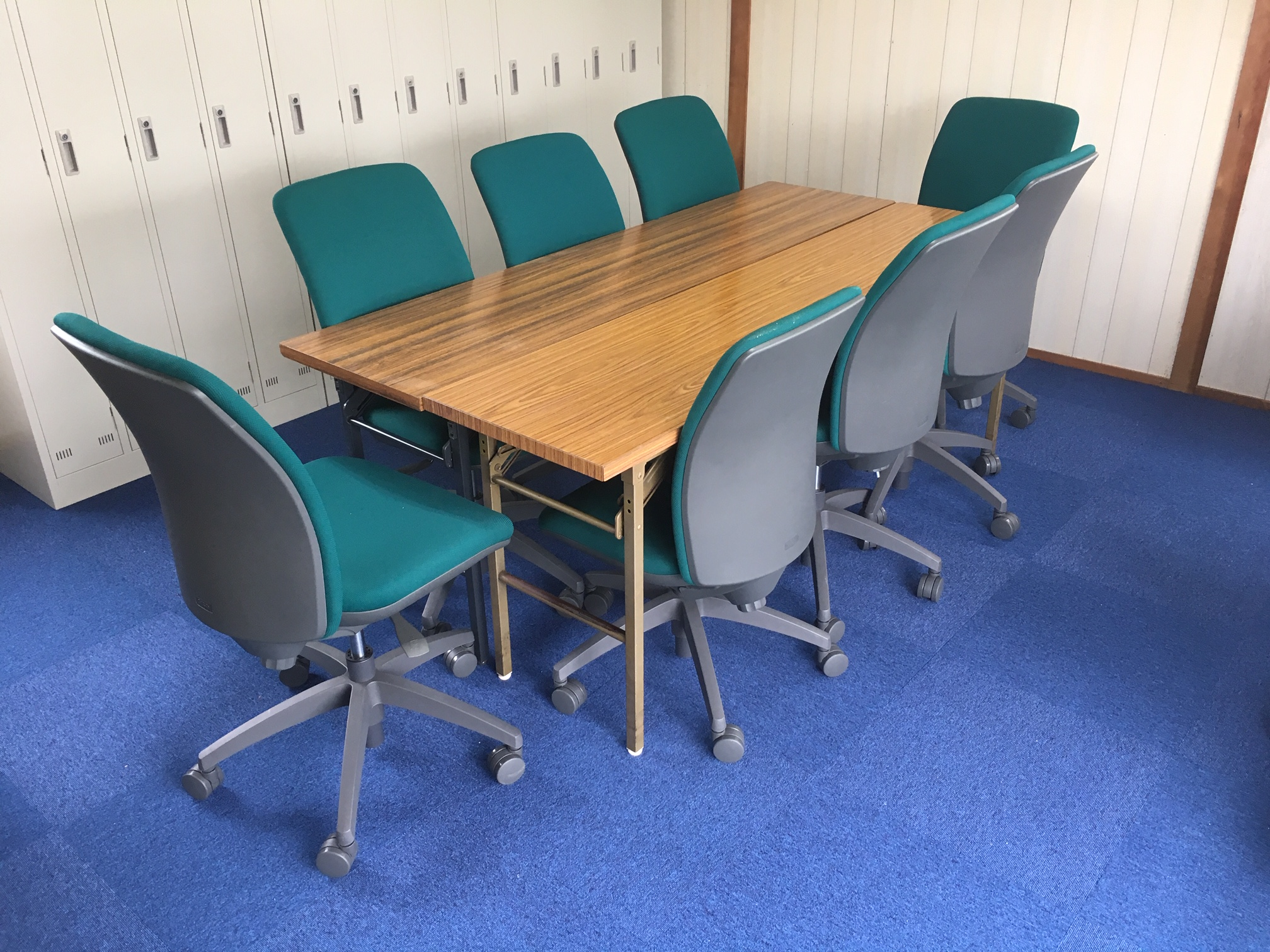 ロッカー、事務椅子も新しくしました