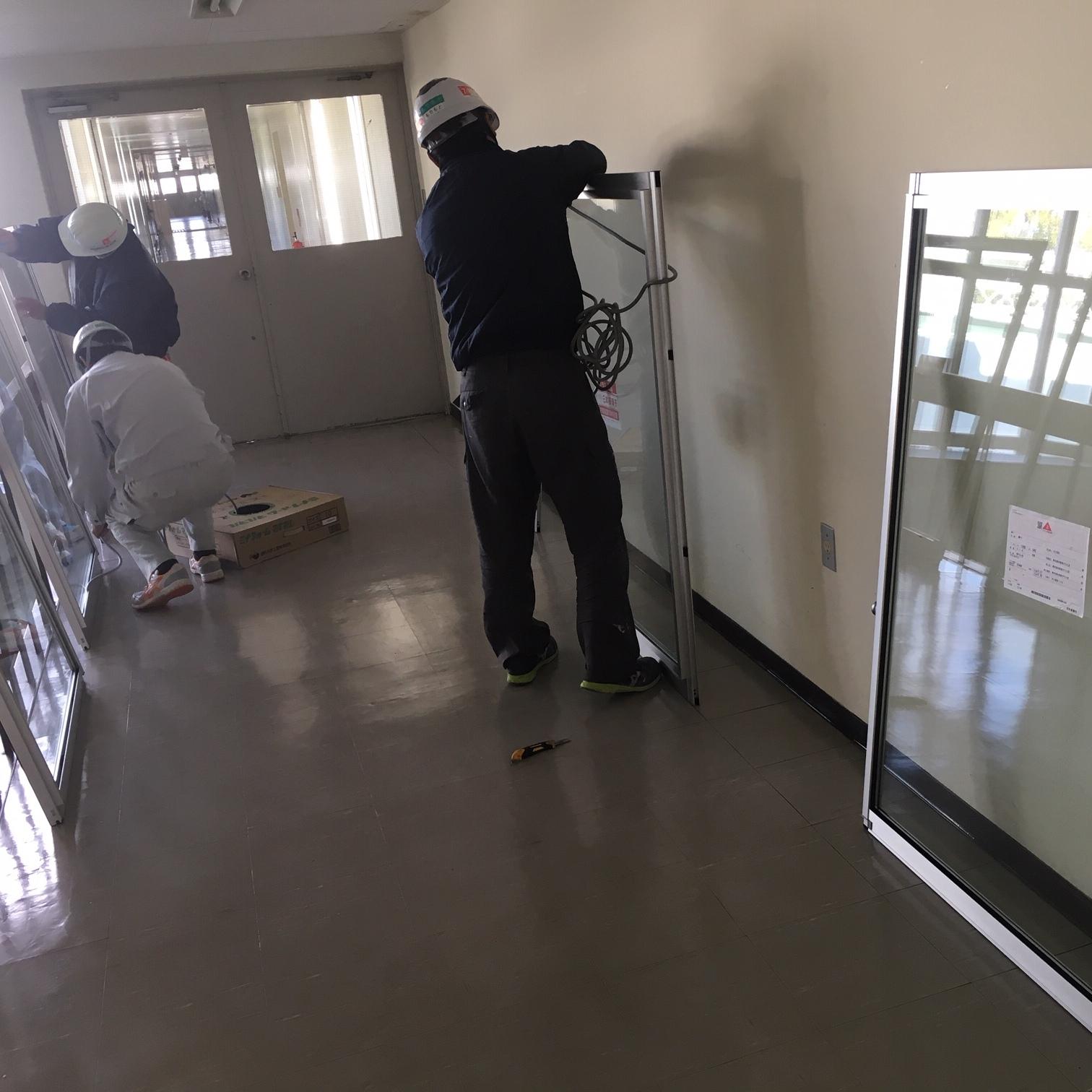 徳島・香川のオフィス内装工事|窓ガラス工事(ペアガラス)