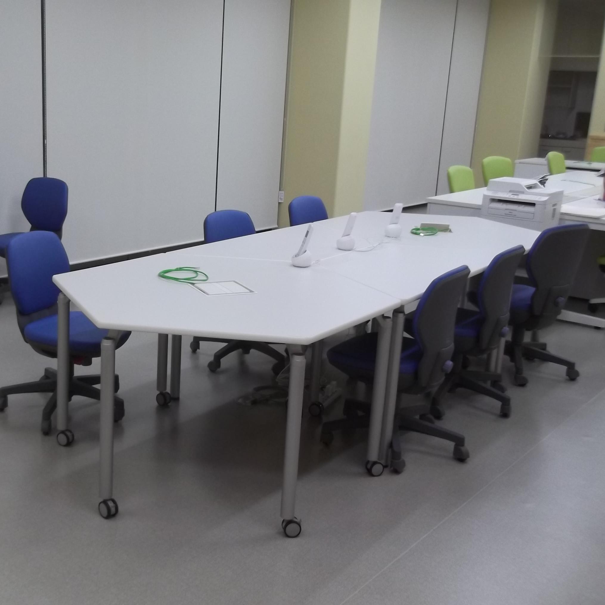 香川県高松市内の新設オフィス向け六角形・台形テーブル