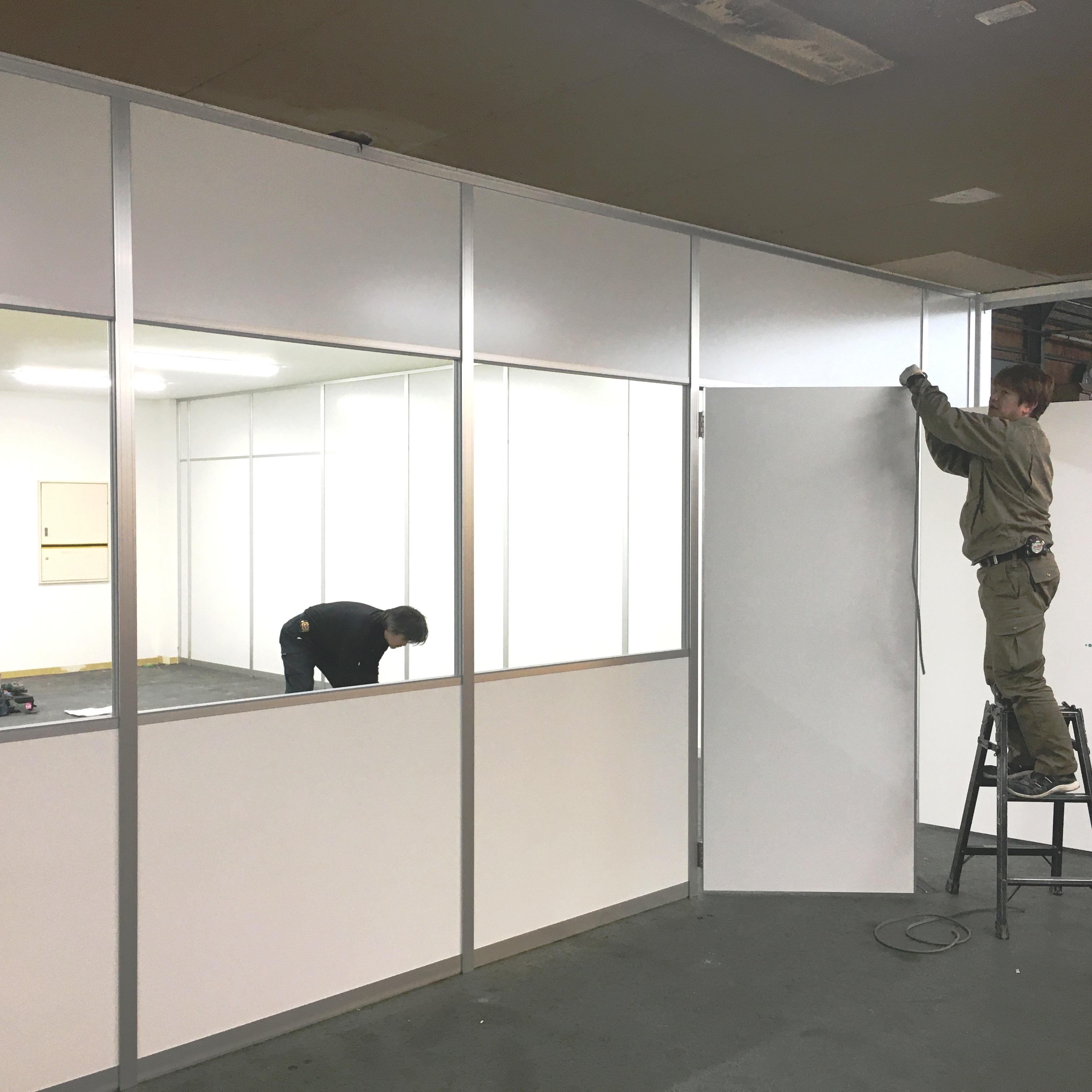 徳島・香川のオフィス内装工事|アルミパーテーション解体・新設工事(間仕切り工事)