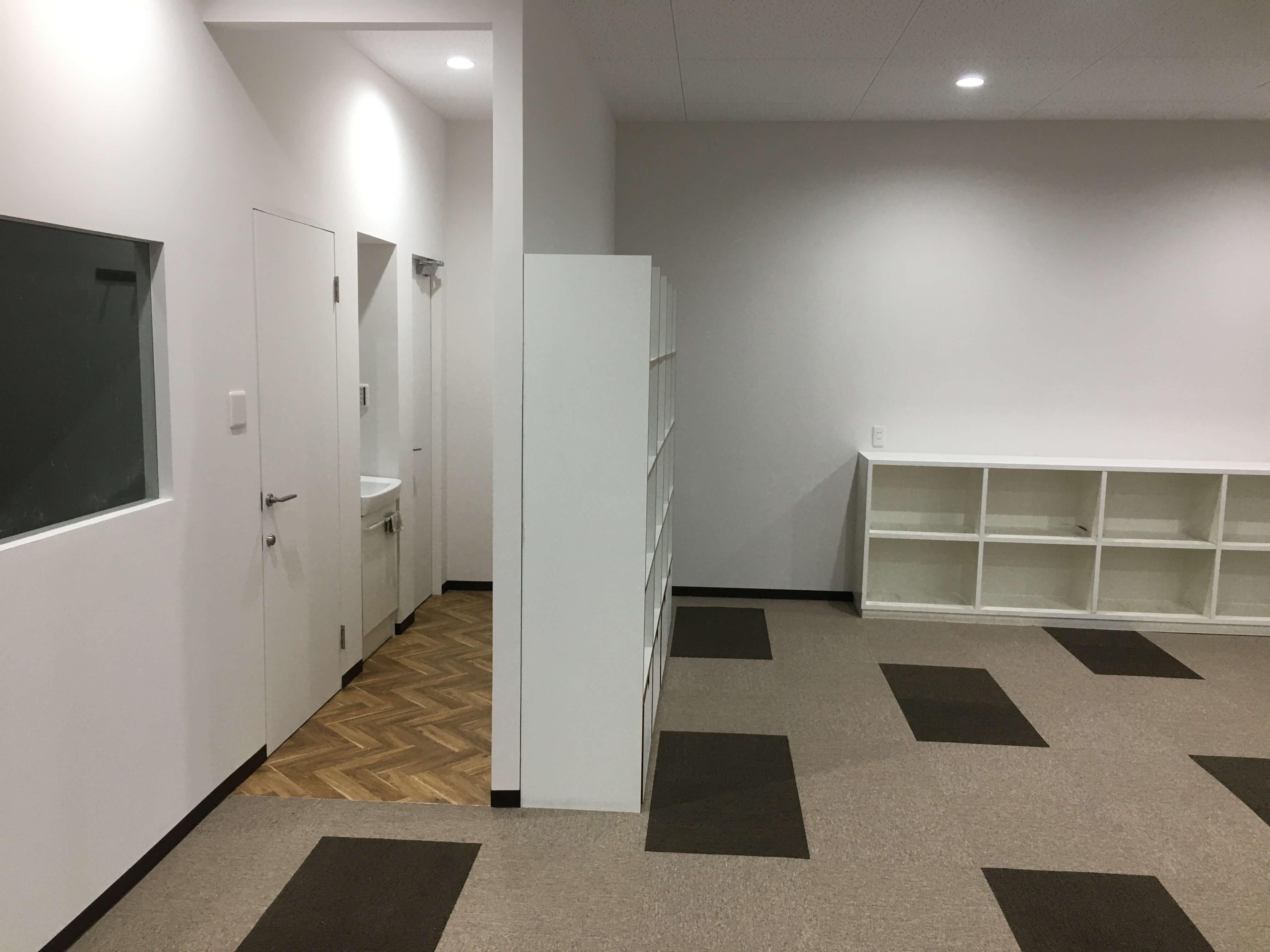 トイレにつながる廊下の床はクッションフロア