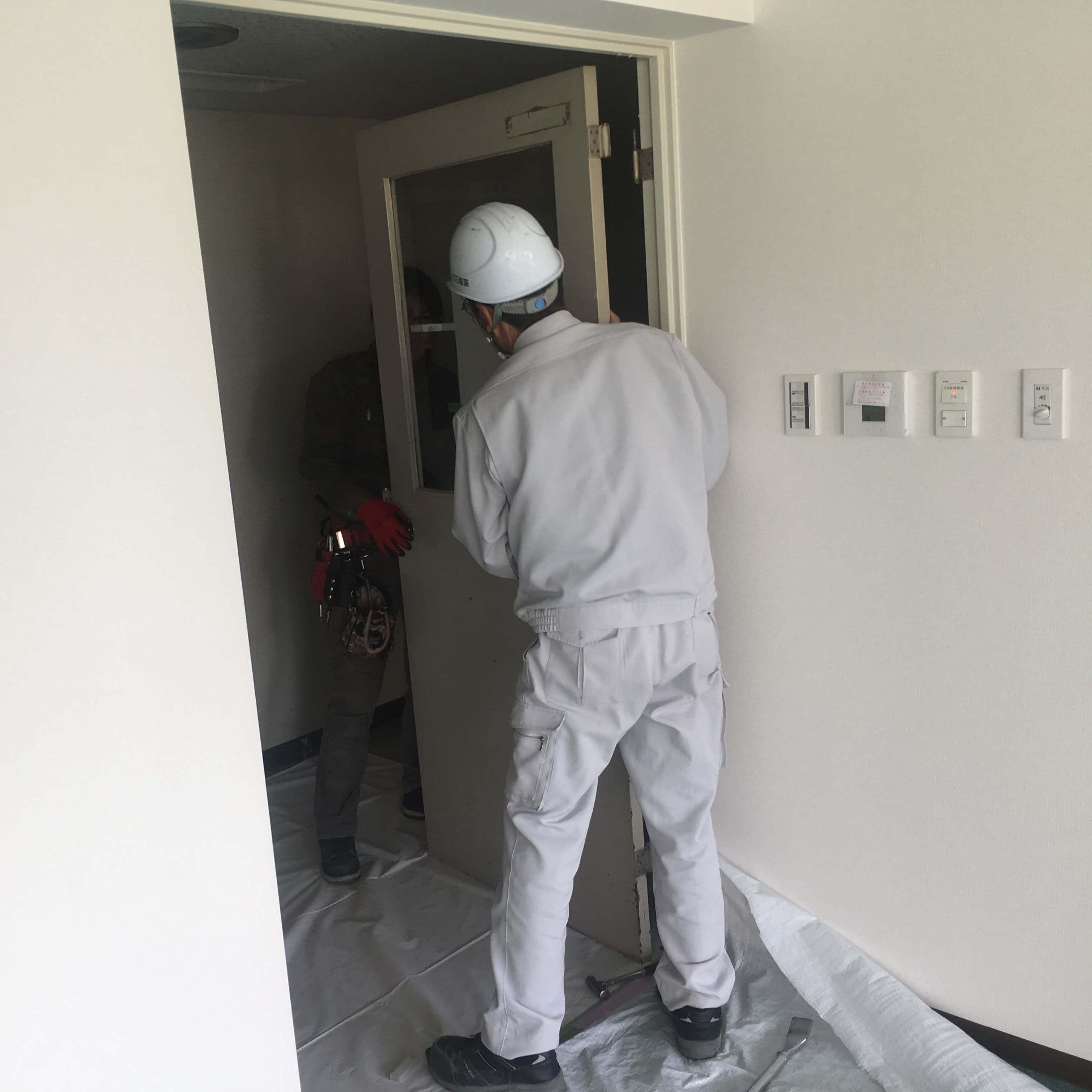 徳島・香川のオフィス内装工事|スチールドア(親子扉)の入れ替えリフォーム工事