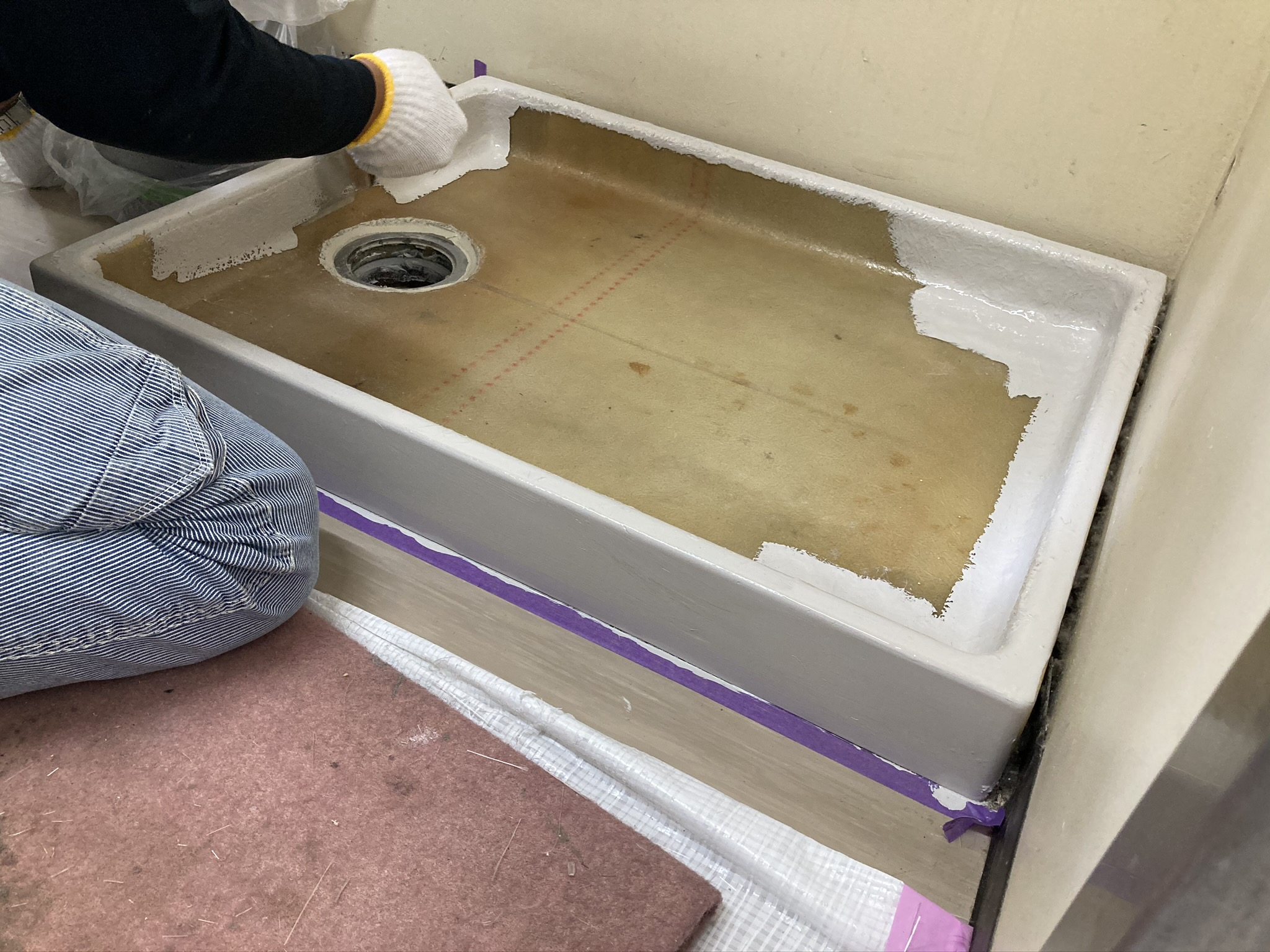FRPが固まった後に、塗装を実施