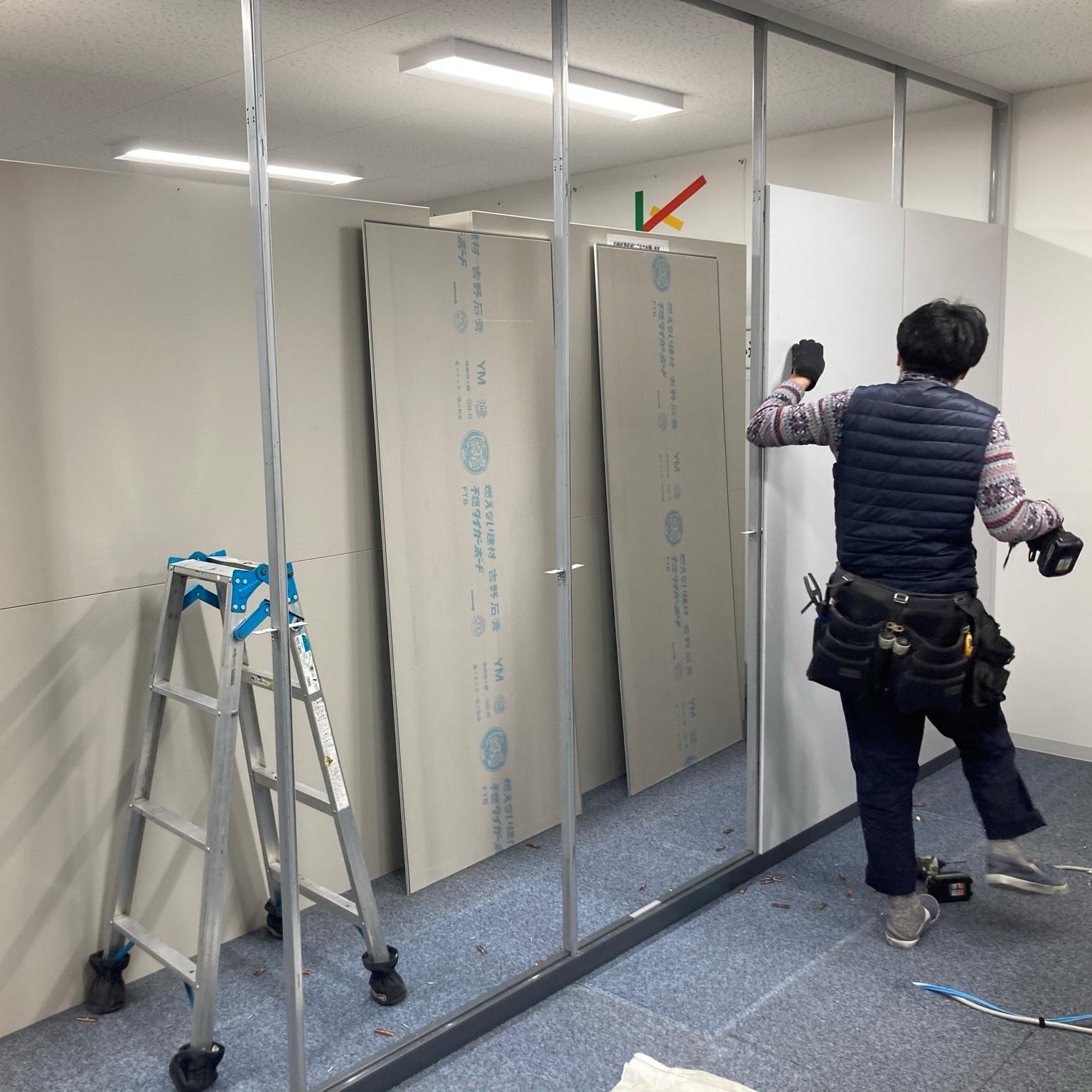 徳島・香川のオフィス内装工事|スチールパーテーション解体工事(コマニー)