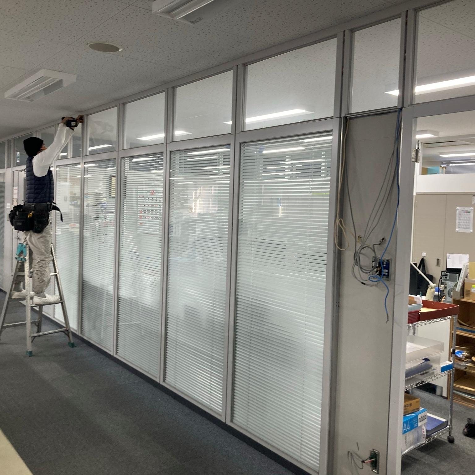 徳島・香川のオフィス内装工事|スチールパーテーション、ガラスパーテーション解体・組替え工事・間仕切り工事