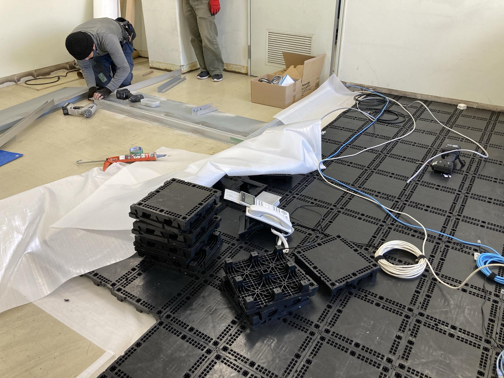 樹脂製のOAフロアを施工