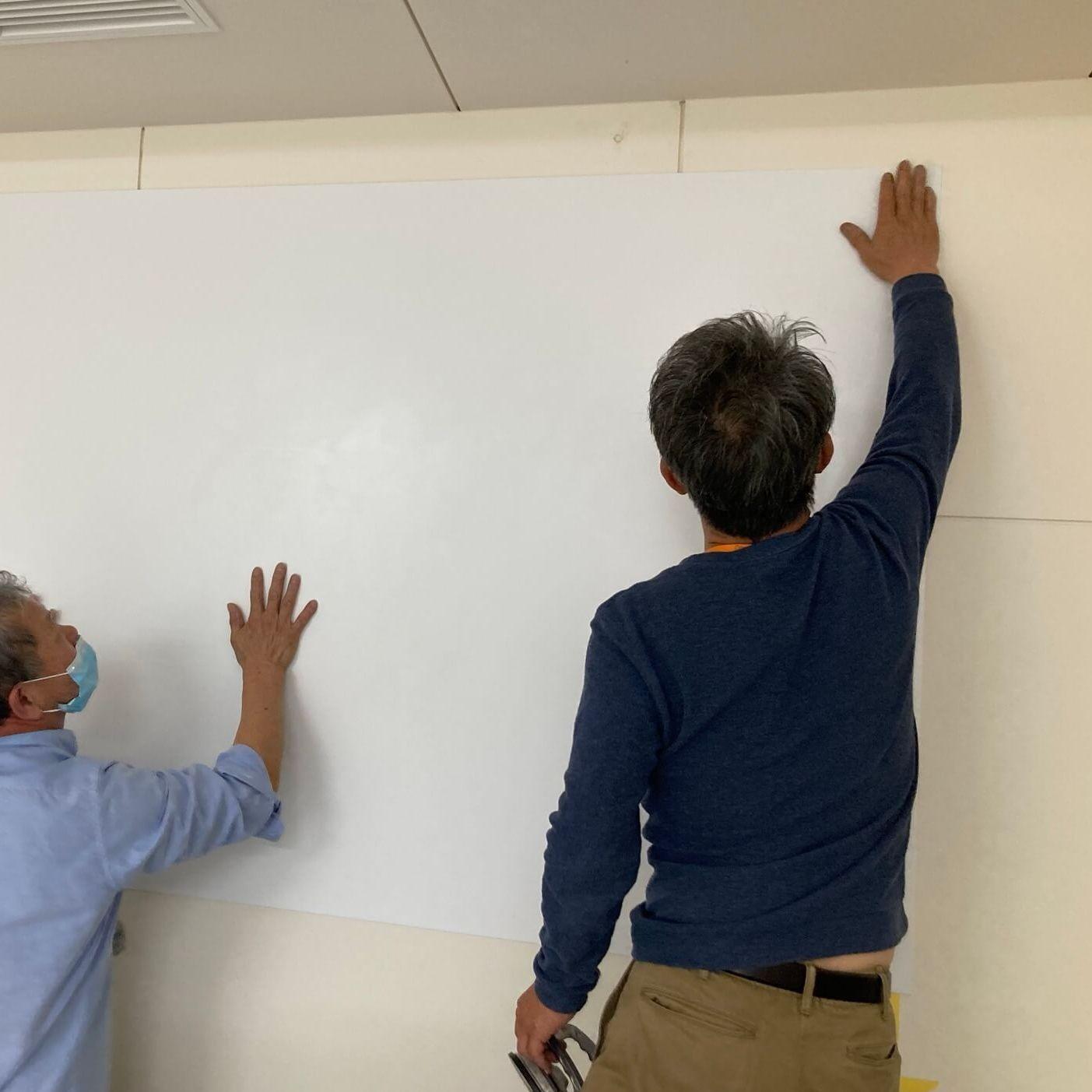 徳島・香川のオフィス内装工事|プロジェクタースクリーン・ホワイトボード兼用 壁工事(徳島市)